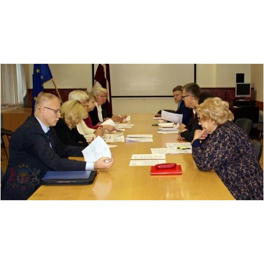 Veselības ministrs Dr. Guntis Belēvičs vienojies ar Latvijas Veselības un sociālās aprūpes darbinieku arodbiedrību par izlīgumu