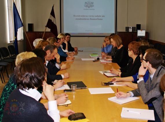 Pārrunā jautājumus par cilvēkresursiem reģionu ārstniecības iestādēs