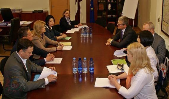 Par tikšanos ar Starptautisko inovatīvo farmaceitisko firmu asociācijas pārstāvjiem