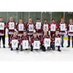 Ziedo asinis un saņem ielūgumu uz hokeja spēli