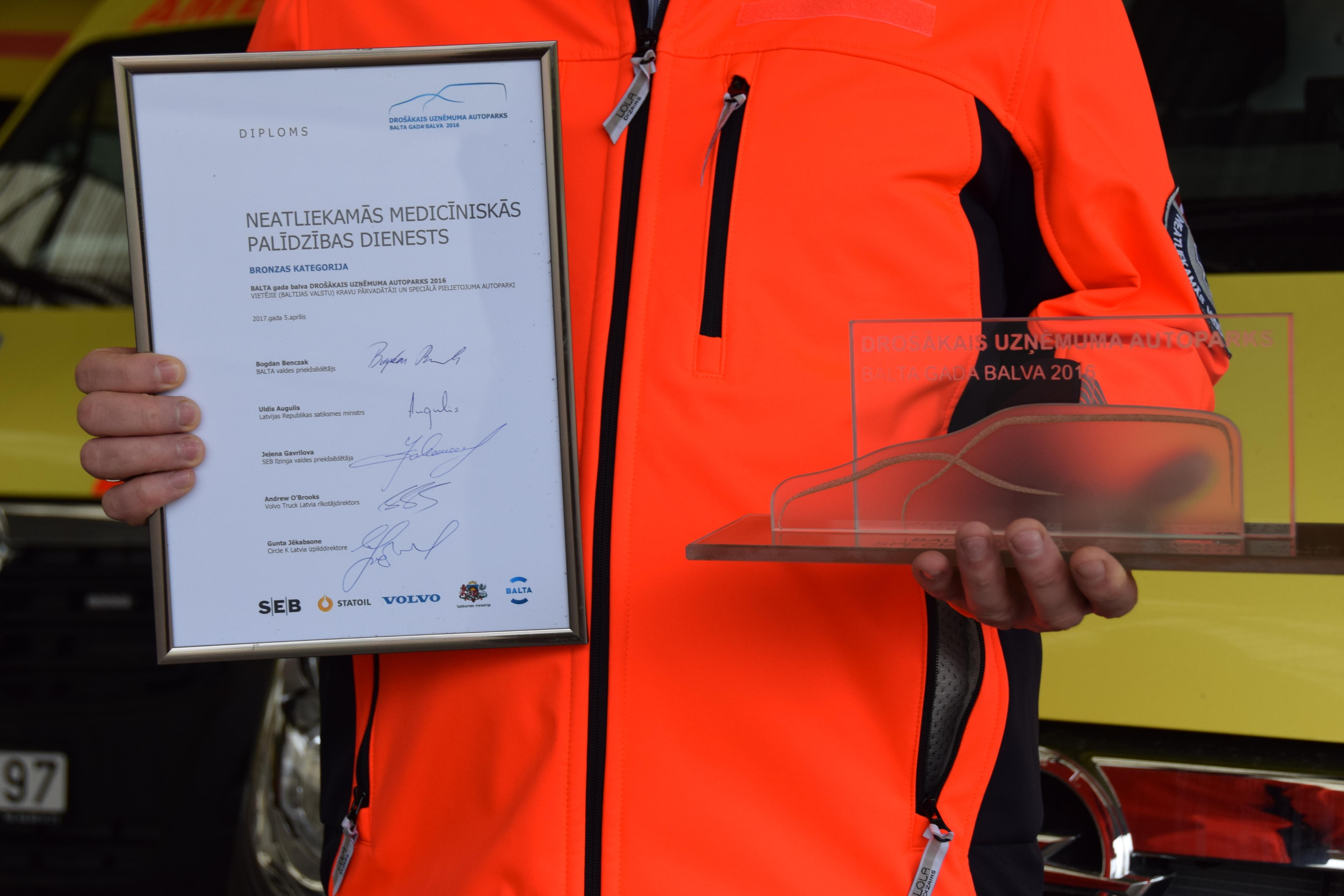 """NMP dienests konkursā """"Drošākais uzņēmuma autoparks"""" saņem bronzas godalgu"""