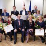 Veselības nozares pārstāvjiem pasniedz Atzinības un Pateicības rakstus