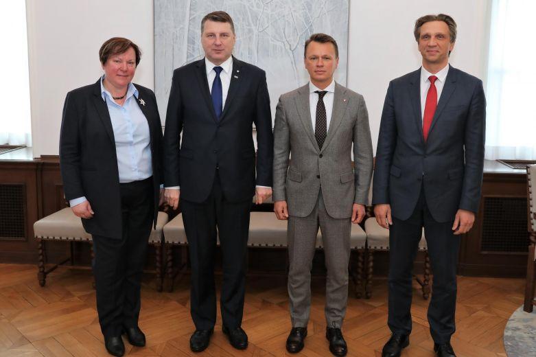 slimibas.lv Slimnīcas valdes priekšsēdētāja dr. Ilze Kreicberga vizītē pie Valsts prezidenta Raimonda Vējoņa