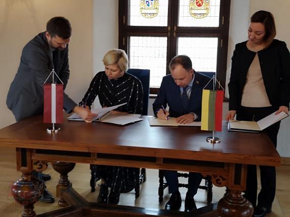 Paraksta līgumu ar Lietuvu par sadarbību neatliekamajā medicīniskajā palīdzībā